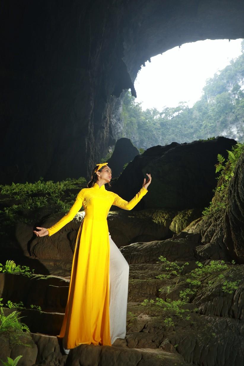 Mãn nhãn với hình ảnh siêu đẹp của Hoa hậu H' Hen Niê trước đại dịch Corona ảnh 3