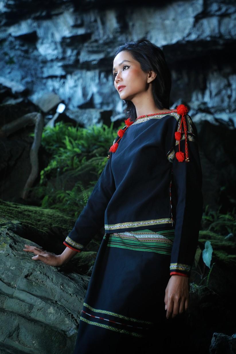 Mãn nhãn với hình ảnh siêu đẹp của Hoa hậu H' Hen Niê trước đại dịch Corona ảnh 10