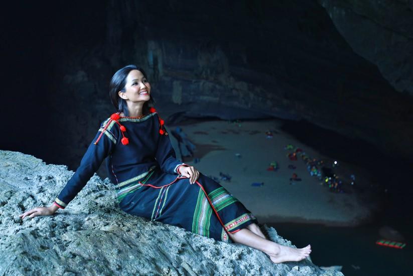 Mãn nhãn với hình ảnh siêu đẹp của Hoa hậu H' Hen Niê trước đại dịch Corona ảnh 11