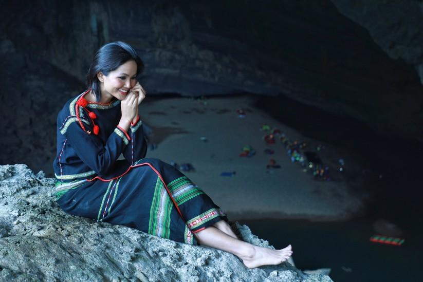 Mãn nhãn với hình ảnh siêu đẹp của Hoa hậu H' Hen Niê trước đại dịch Corona ảnh 12
