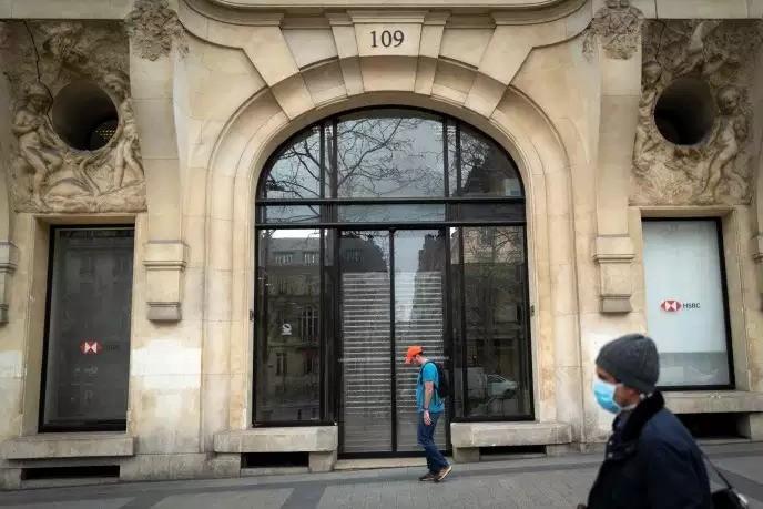 Một chi nhánh ngân hàng đã đóng cửa tại Paris vào ngày 16/3. (Ảnh: AFP)