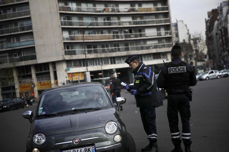 Chính phủ Pháp đã nâng mức cảnh báo lên mức độ 4, yêu cầu người dân ở yên trong nhà (Ảnh: TV5 Monde)