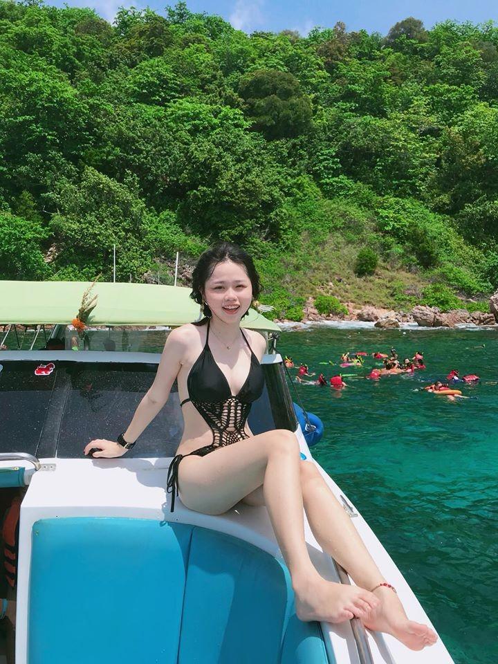 Quang Hải và bạn gái hot girl đi đâu sau khi bị hack facebook lộ tin nhắn riêng tư? ảnh 1