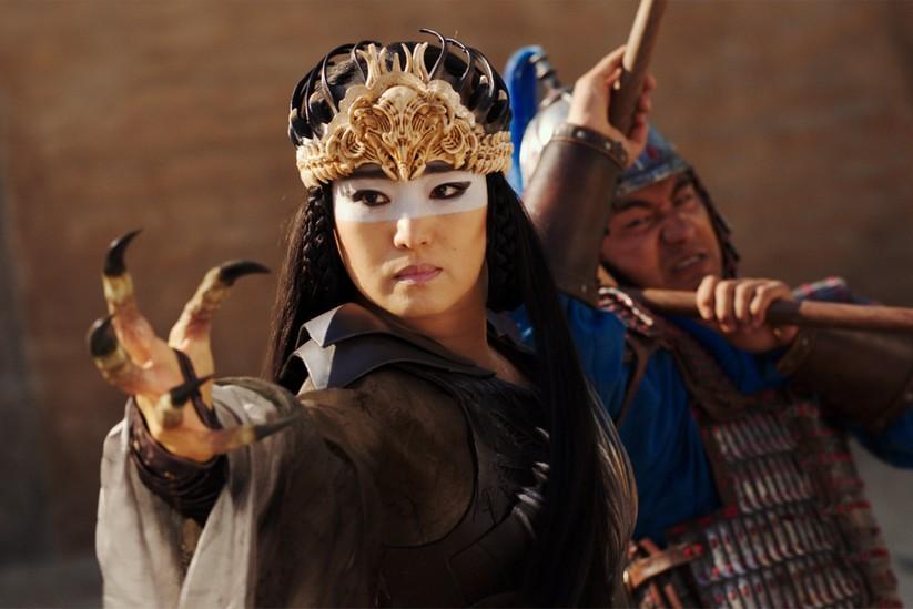 Đàn chị Củng Lợi khẳng định đẳng cấp và phong độ ổn định trong phim Mulan (Ảnh: Disney)