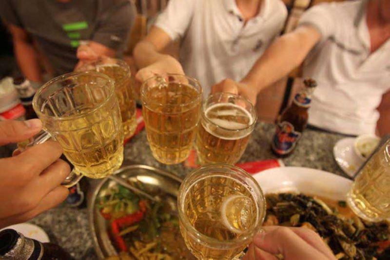 Lượng rượu, bia tiêu thụ hàng năm tại Việt Nam lên tới hàng tỷ lít