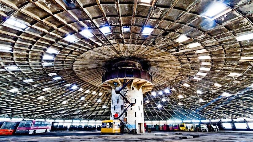 """Câu chuyện của """"Bến xe bus số 7"""": Chiếc đĩa bay khổng lồ bị lãng quên ở thủ đô Ukraine ảnh 7"""