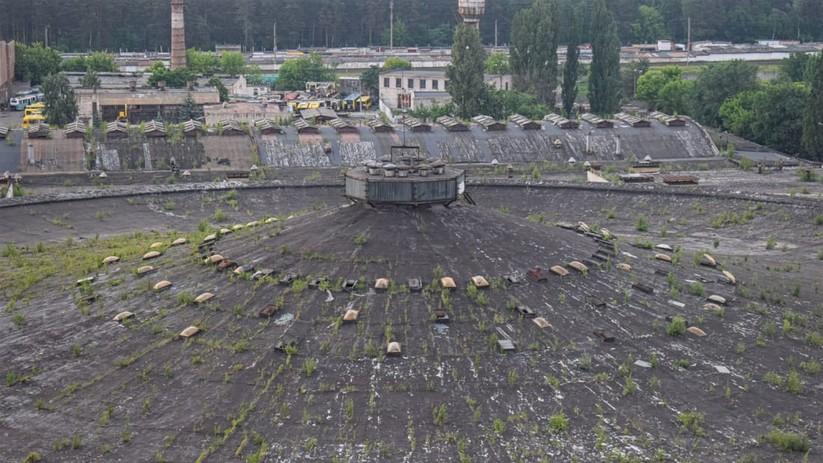 """Câu chuyện của """"Bến xe bus số 7"""": Chiếc đĩa bay khổng lồ bị lãng quên ở thủ đô Ukraine ảnh 1"""