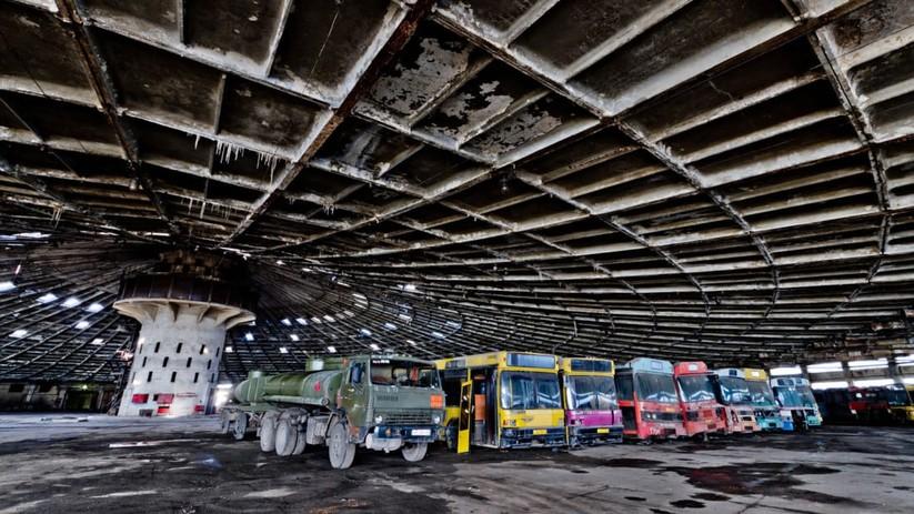Nội thất ngoạn mục bên trong Bến xe bus số 7 là tác phẩm của nhà thiết kế V.Zinkevic. Ảnh: CNN