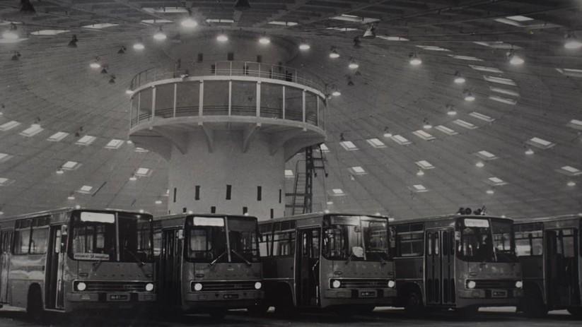 """Câu chuyện của """"Bến xe bus số 7"""": Chiếc đĩa bay khổng lồ bị lãng quên ở thủ đô Ukraine ảnh 3"""